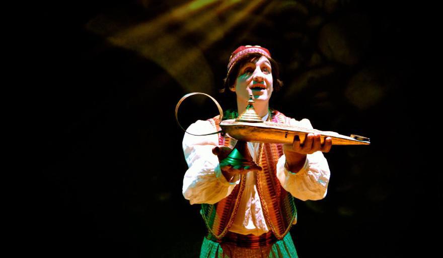 Continúa el Festival Jajaja Risas Navideñas con Aladino