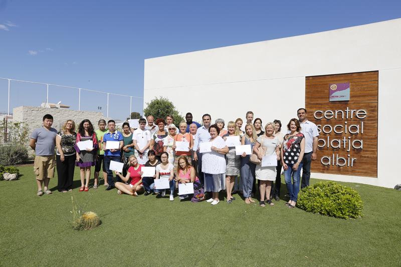 Entrega de diplomas a 40 alumnos del curso de español que imparte AMICS