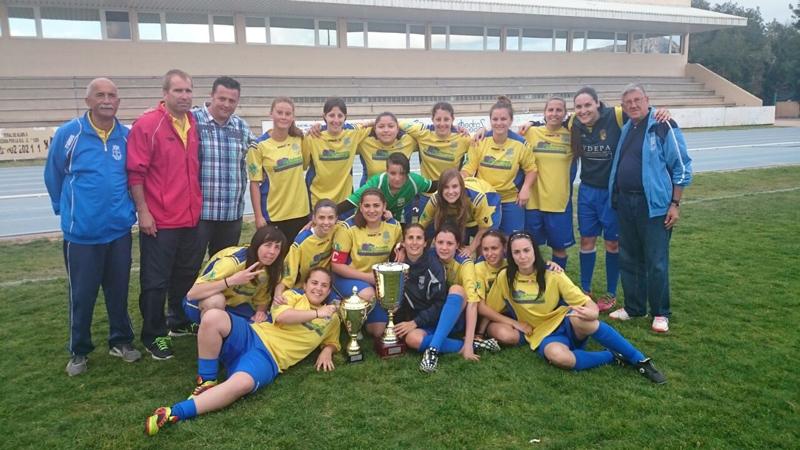 Dos equipos de fútbol de l'Alfàs de Pi , el Infantil y el Cadete se han proclamado campeones, y el femenino subcampeón de liga.
