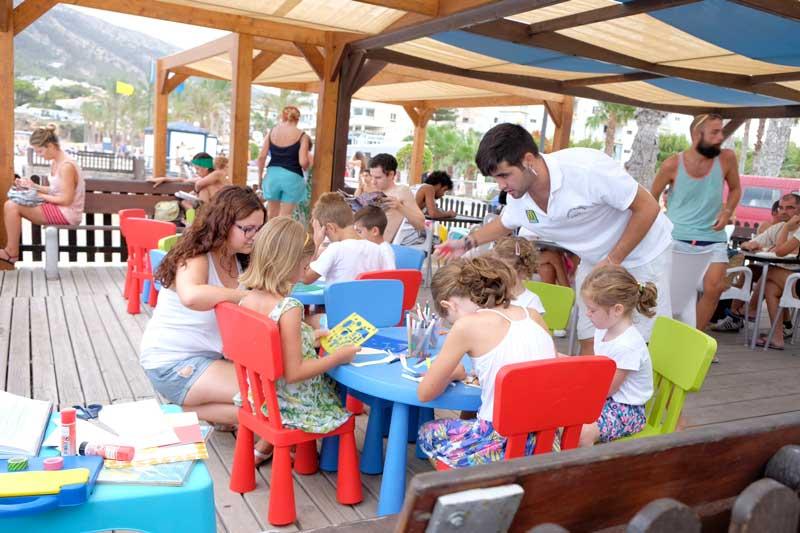 La biblioplaya de L'Albir atiende a más de 4.300 usuarios en julio