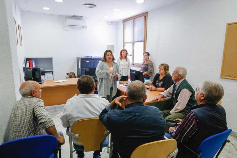 La concejalía de Sanidad inicia una ronda de contactos para informar de las campañas para el control de colonias felinas y de comportamiento cívico