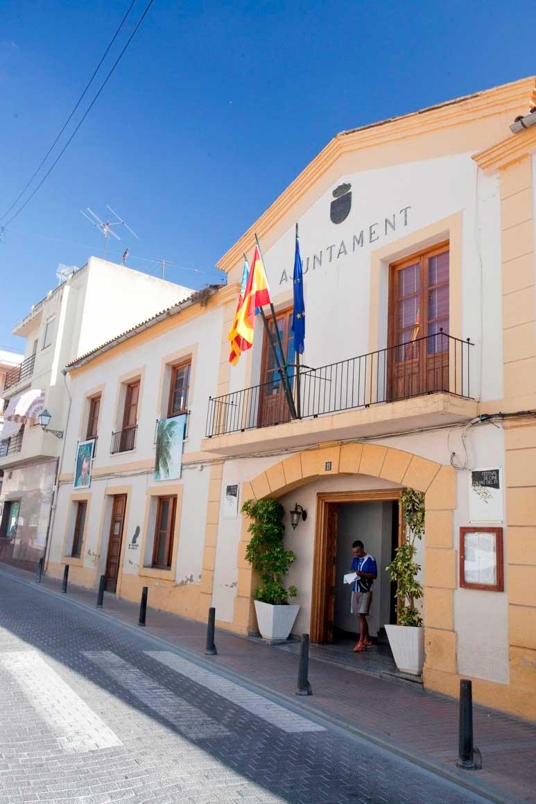 El Ayuntamiento de l'Alfàs del Pi aprueba la contratación de dos trabajadoras sociales para la atención del servicio de dependencia