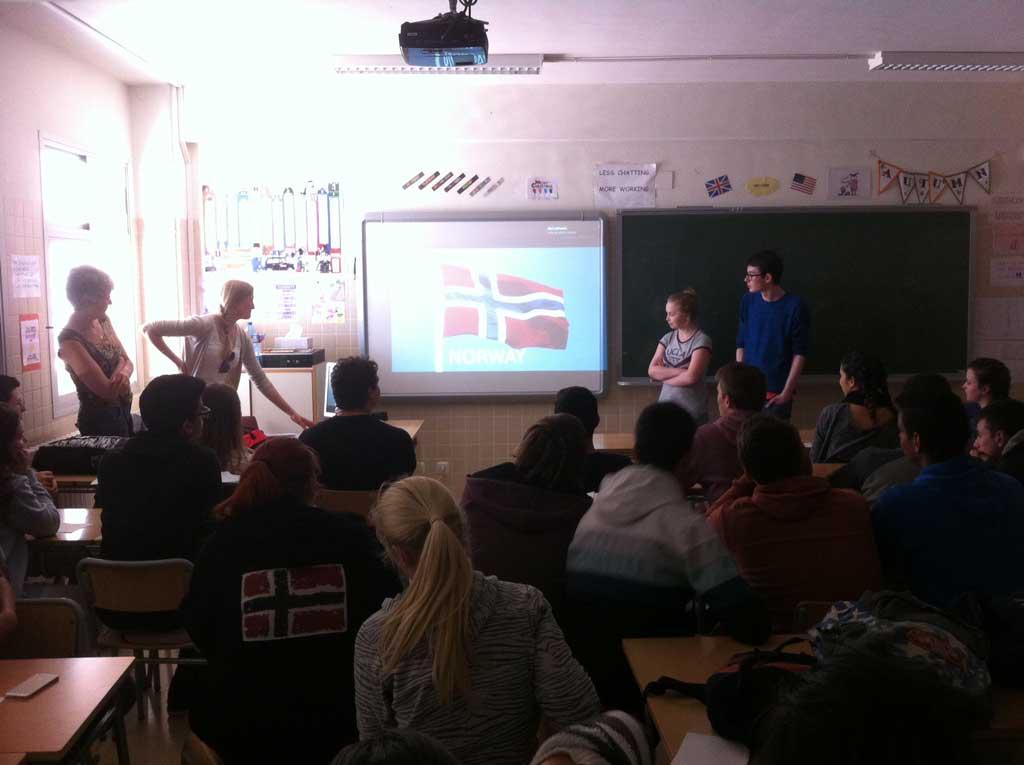 Una docena de estudiantes noruegos se desplazan a l'Alfàs del Pi para intercambiar experiencias con jóvenes españoles