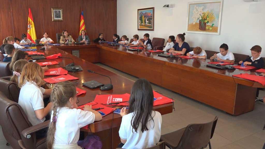 Alumnos del Sierra Bernia School conocen el funcionamiento del Ayuntamiento de l'Alfàs del Pi