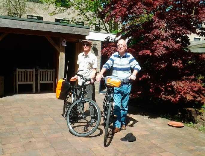 Dos jubilados holandeses están realizando un viaje en bicicleta desde Holanda hasta l'Alfàs del Pi para celebrar su jubilación.
