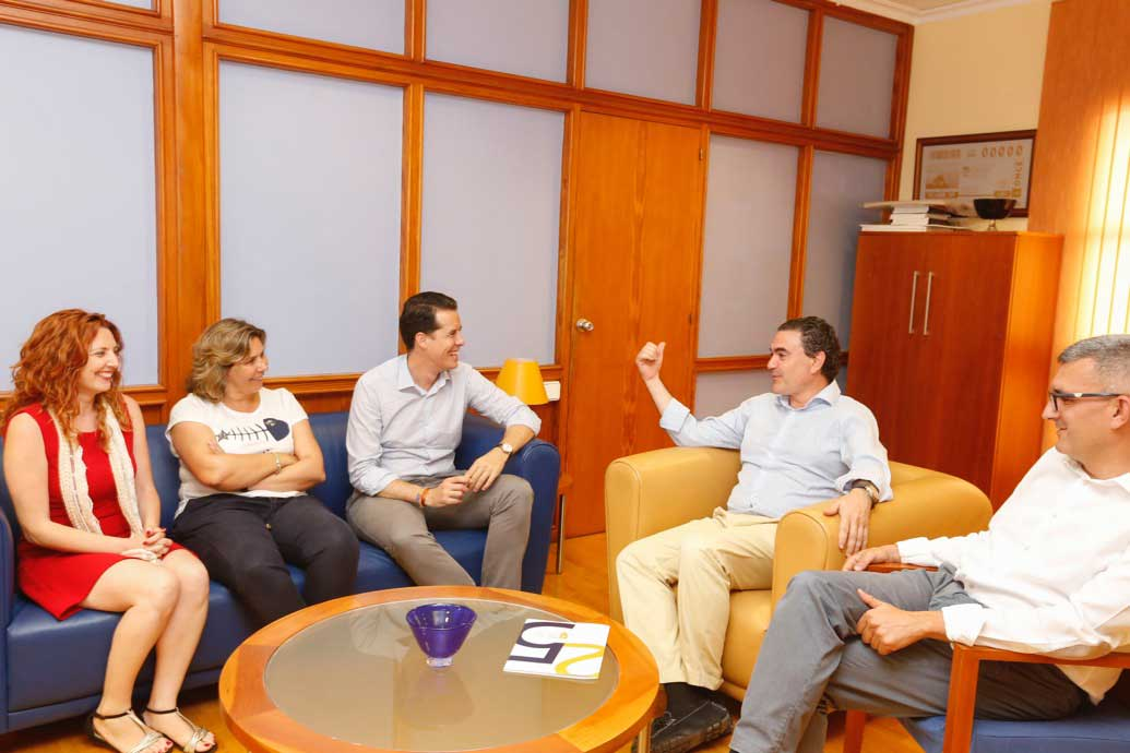 El presidente de la FVMP reivindica en l'Alfàs el papel de las corporaciones locales y exige una mejor financiación