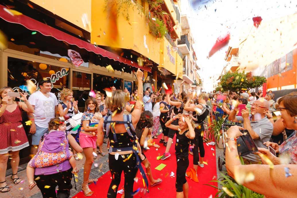 Flashmob para celebrar la primera 'Sesión Teta' del Festival de Cine de l'Alfàs