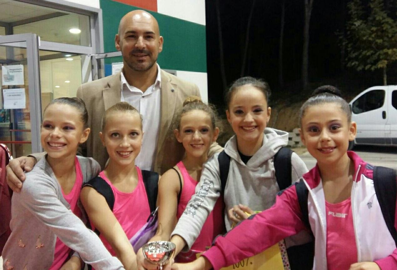 El concejal de deportes Luis Miguel Morant ha visitado al conjunto alevín de Gimnasia Rítmica   campeón de la Comunidad Valenciana.