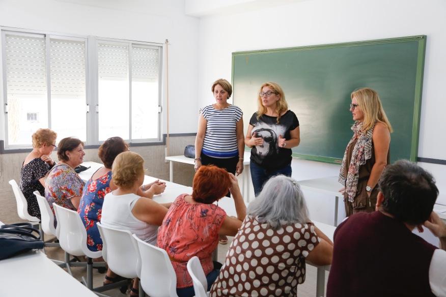 Casi una decena de alumnos inician el 'Curso de educación de base para adultos'