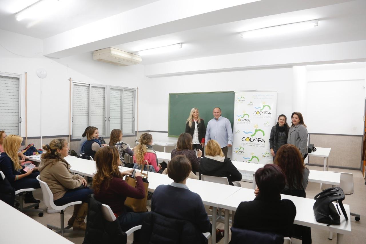 COEMPA organiza un curso de escaparatismo navideño para los comerciantes de l'Alfàs del Pi