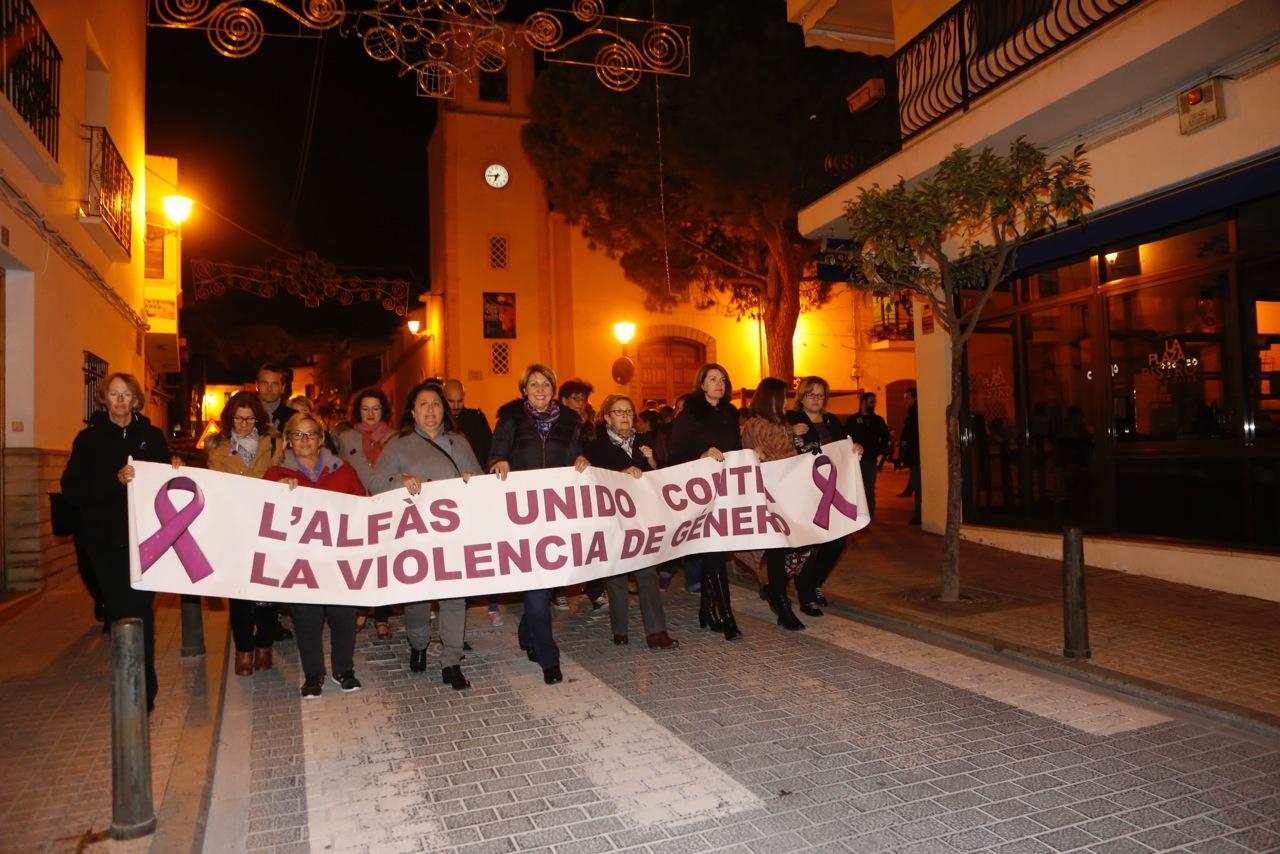 L'Alfàs del Pi une su voz para gritar 'no' a la violencia de género