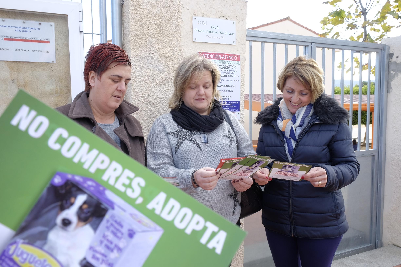 L'Alfàs promueve una campaña para fomentar la adopción de animales de compañía en Navidad