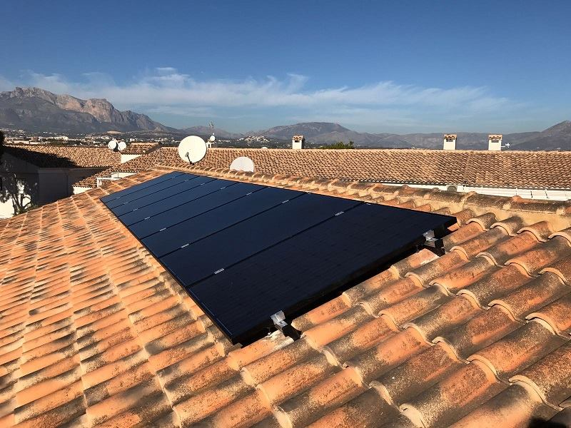 Charla sobre placas solares de autoconsumo en el Centro Social Platja Albir