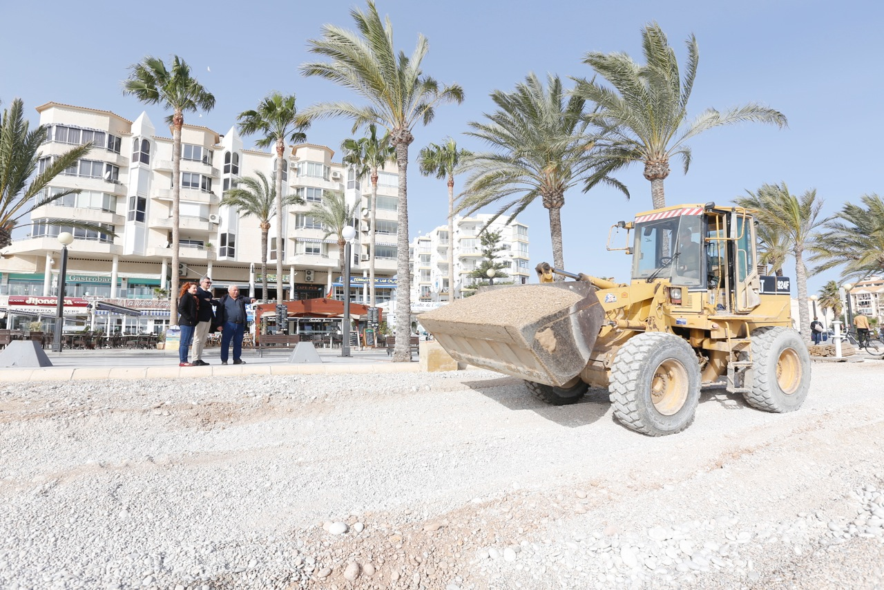 El Ayuntamiento de l'Alfàs inicia la rehabilitación de la playa de l'Albir tras los daños del último temporal