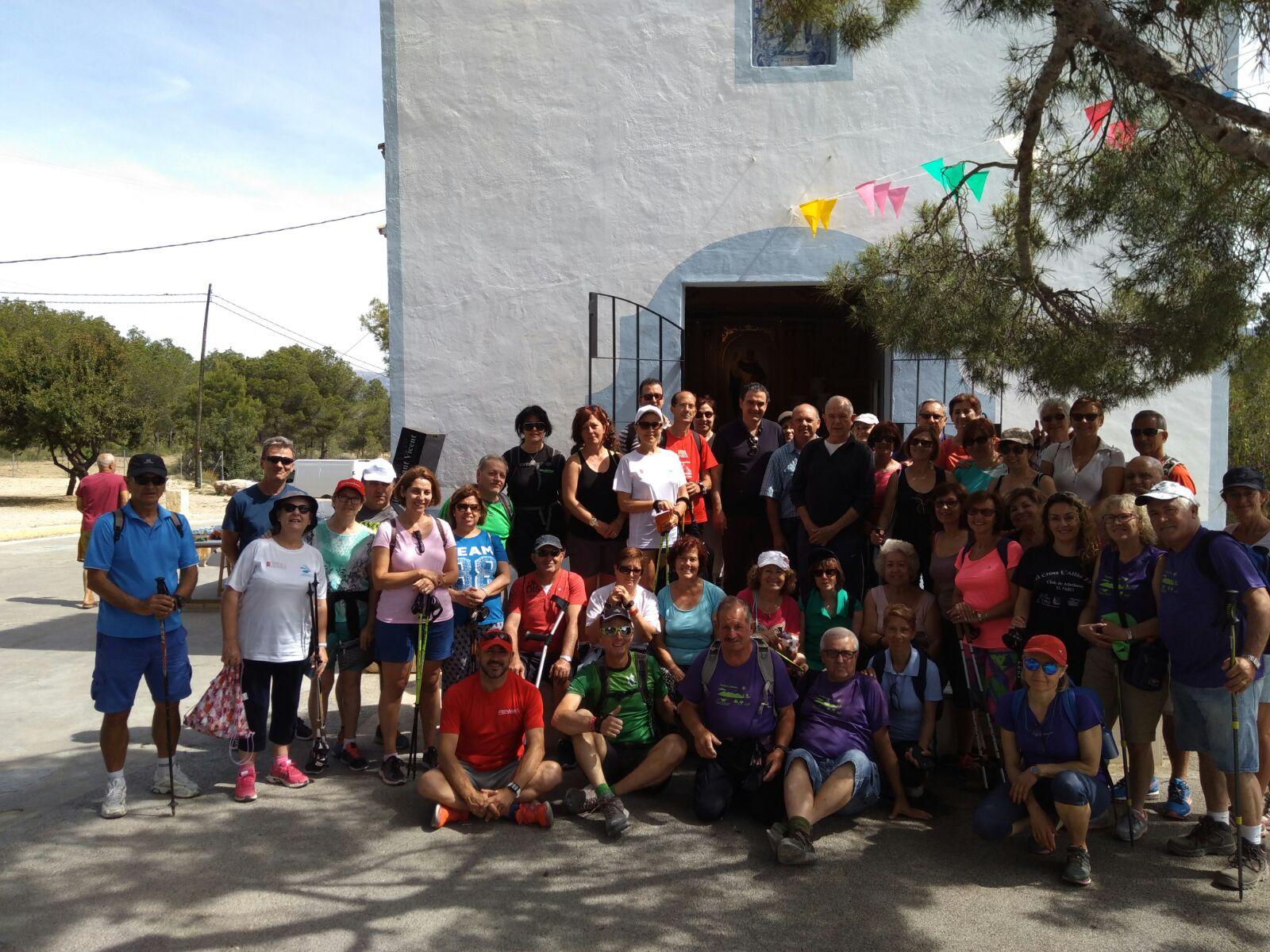 50 Personas participaron en la Caminata Verde incluida en el programa de actividades del año saludable .