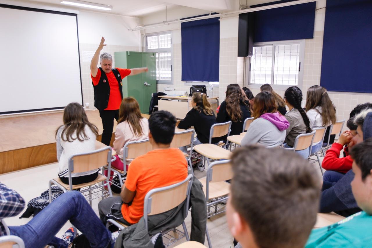 La Campaña de Animación Lectora aterriza en el IES l'Arabí de la mano de las rondalles de Blai Senabre