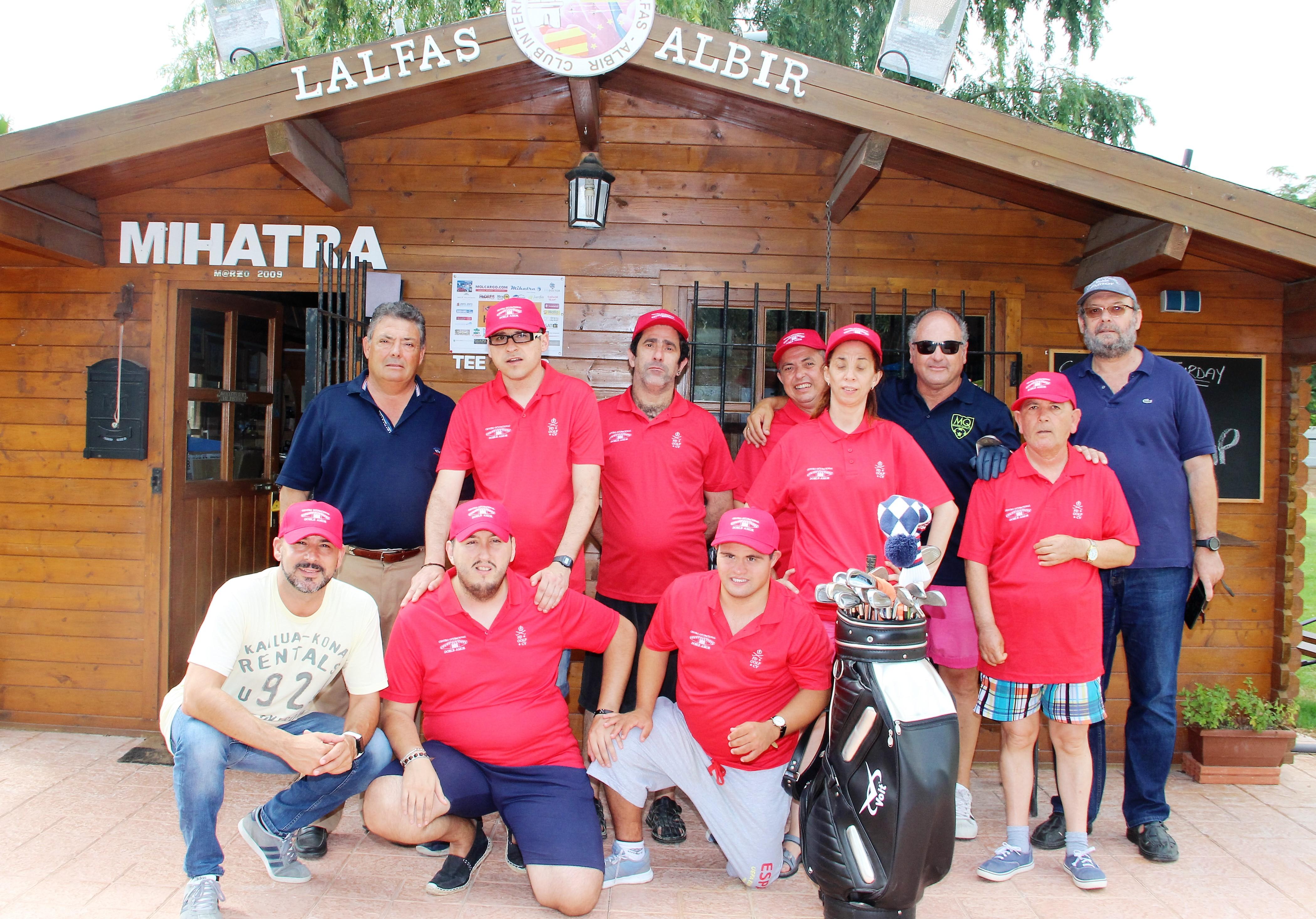 El Vicepresidente de la Federación de Golf de la Comunidad Valenciana ha clausurado el curso de golf adaptado del Centro Doble Amor.