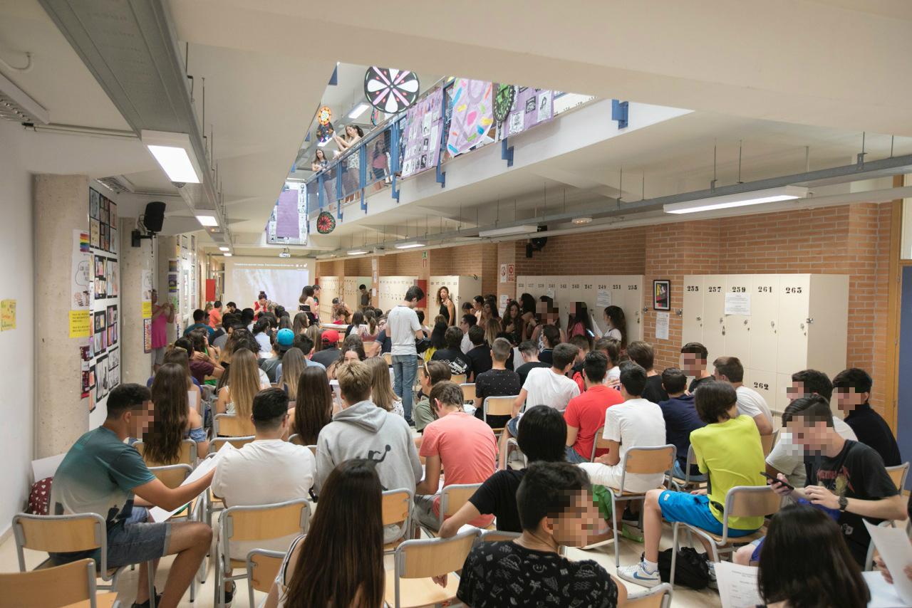 120 alumnos de 4º de ESO y de FPB de Jardinería celebran su graduación en el IES L'Arabí