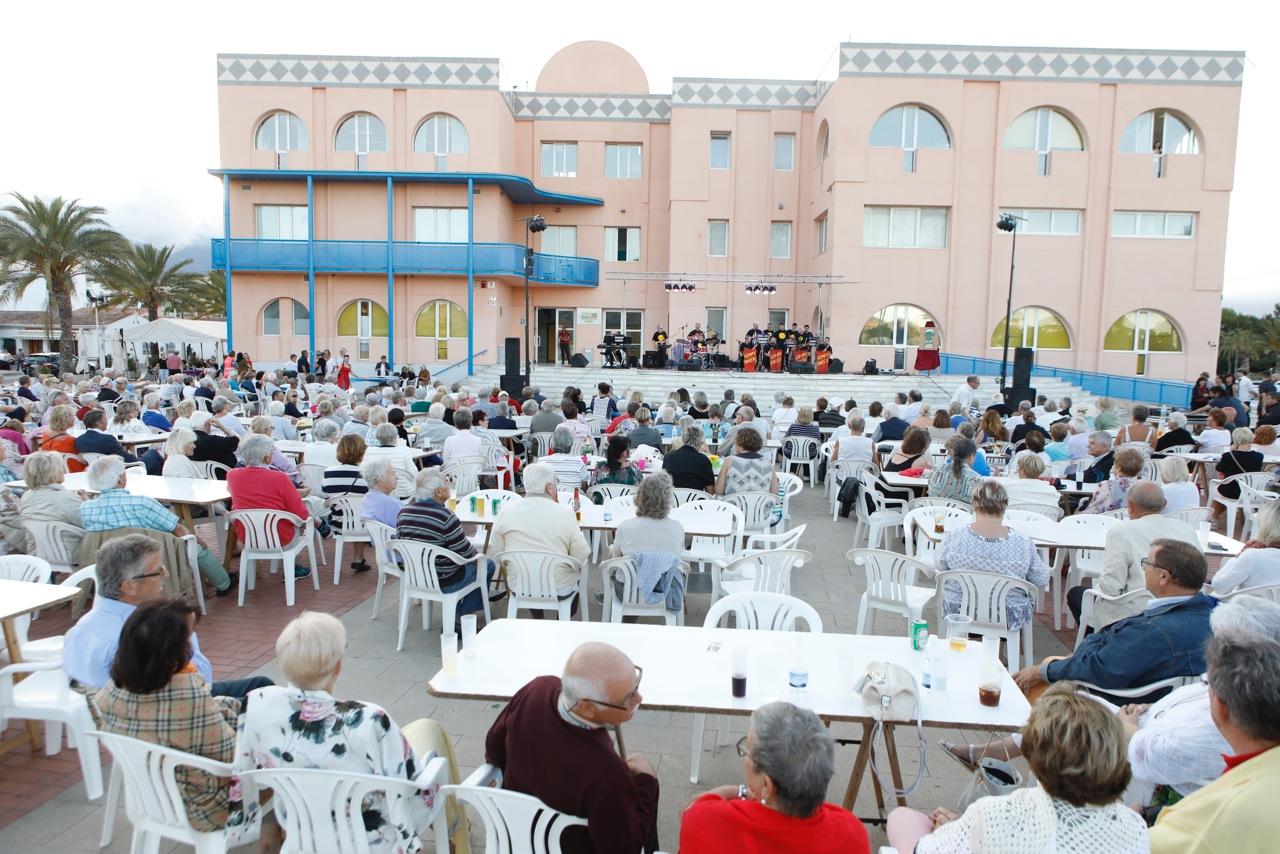 La Junta Local de AECC de l'Alfàs recauda más de 4.500 euros con su gala de swing