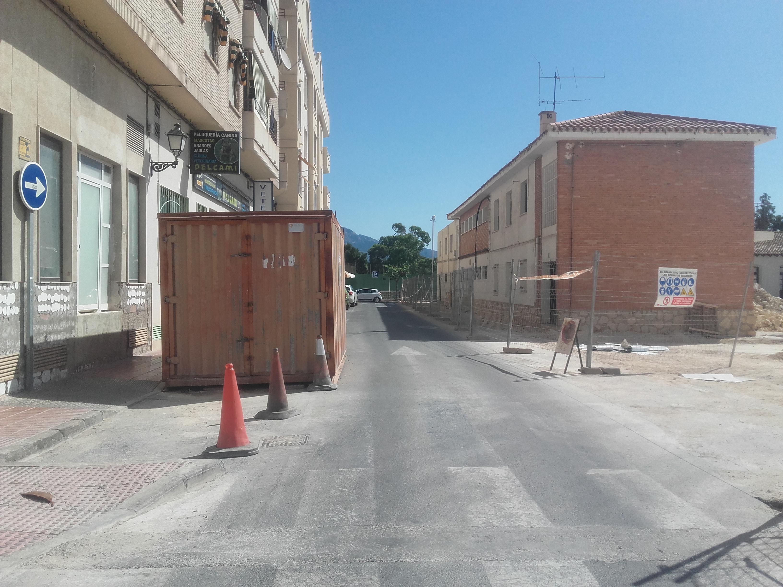 Corte de tráfico en la calle Escuelas por la demolición de un inmueble