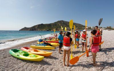 Juventud lanza por octavo año un programa de salidas en kayak por la Serra Gelada