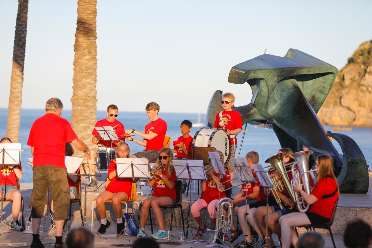 """La Banda Escolar """"Fagerheim y Falkensten"""" ofrece un concierto en la playa de l'Albir"""
