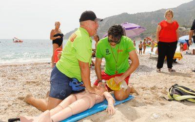 La playa de l'Albir pone a prueba sus protocolos de emergencia con un simulacro de ahogamiento