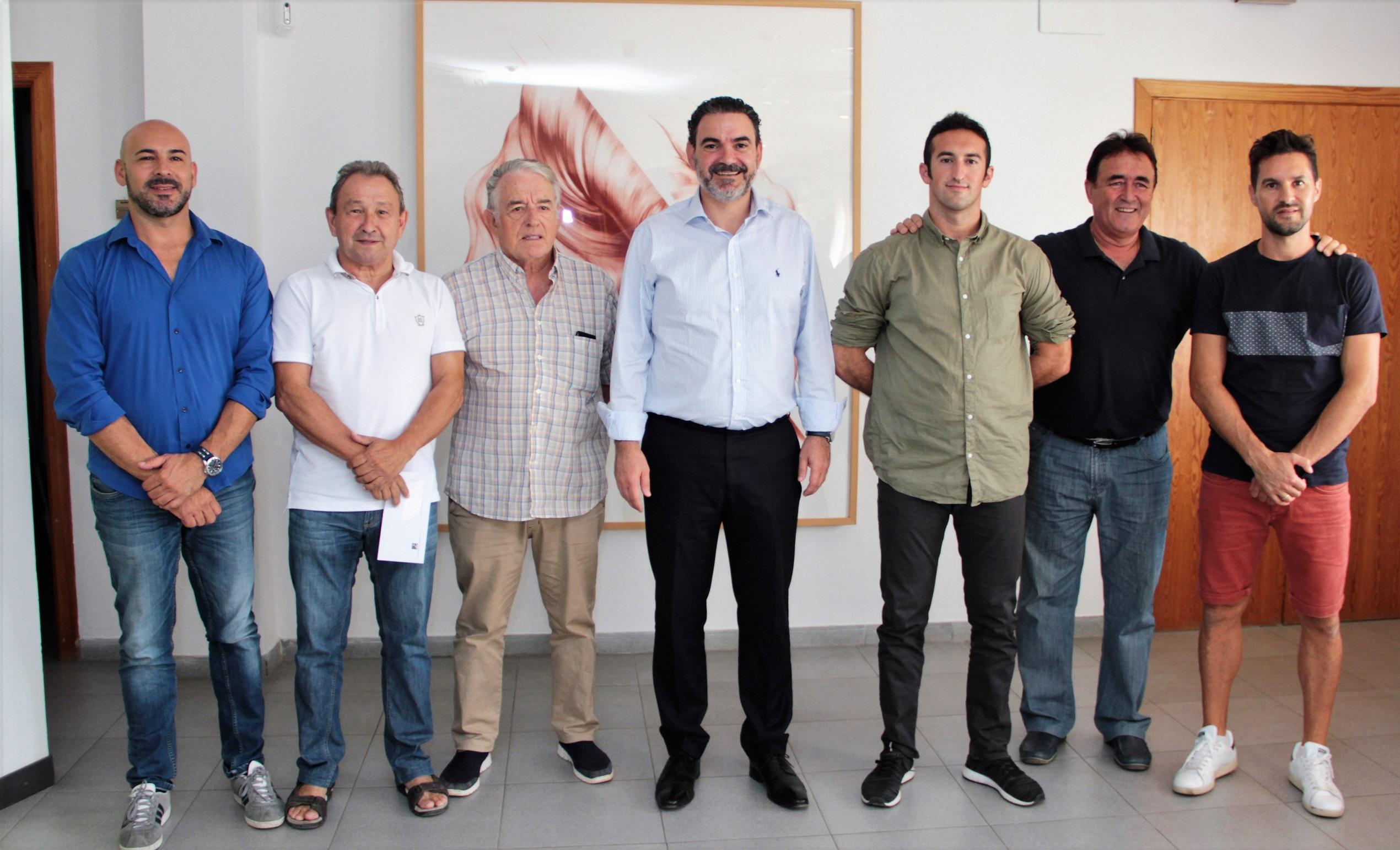 La concejalía de deportes renueva los convenios de colaboración con los clubes deportivos locales.