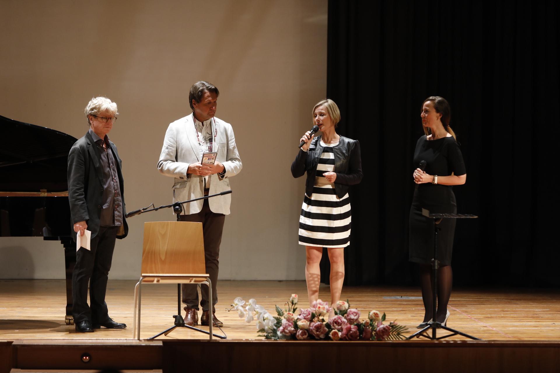 Con el auditorio a tope se estrenan las Jornadas Hispano Noruegas de l'Alfàs