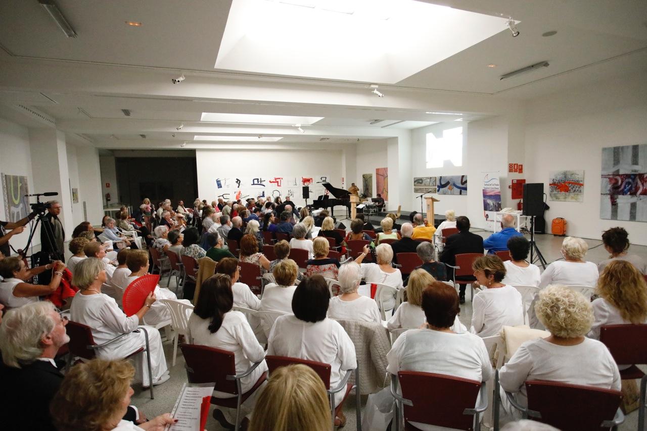 L'Alfàs del Pi acoge un recital de poesía en el que participan una veintena de poetas de 13 países