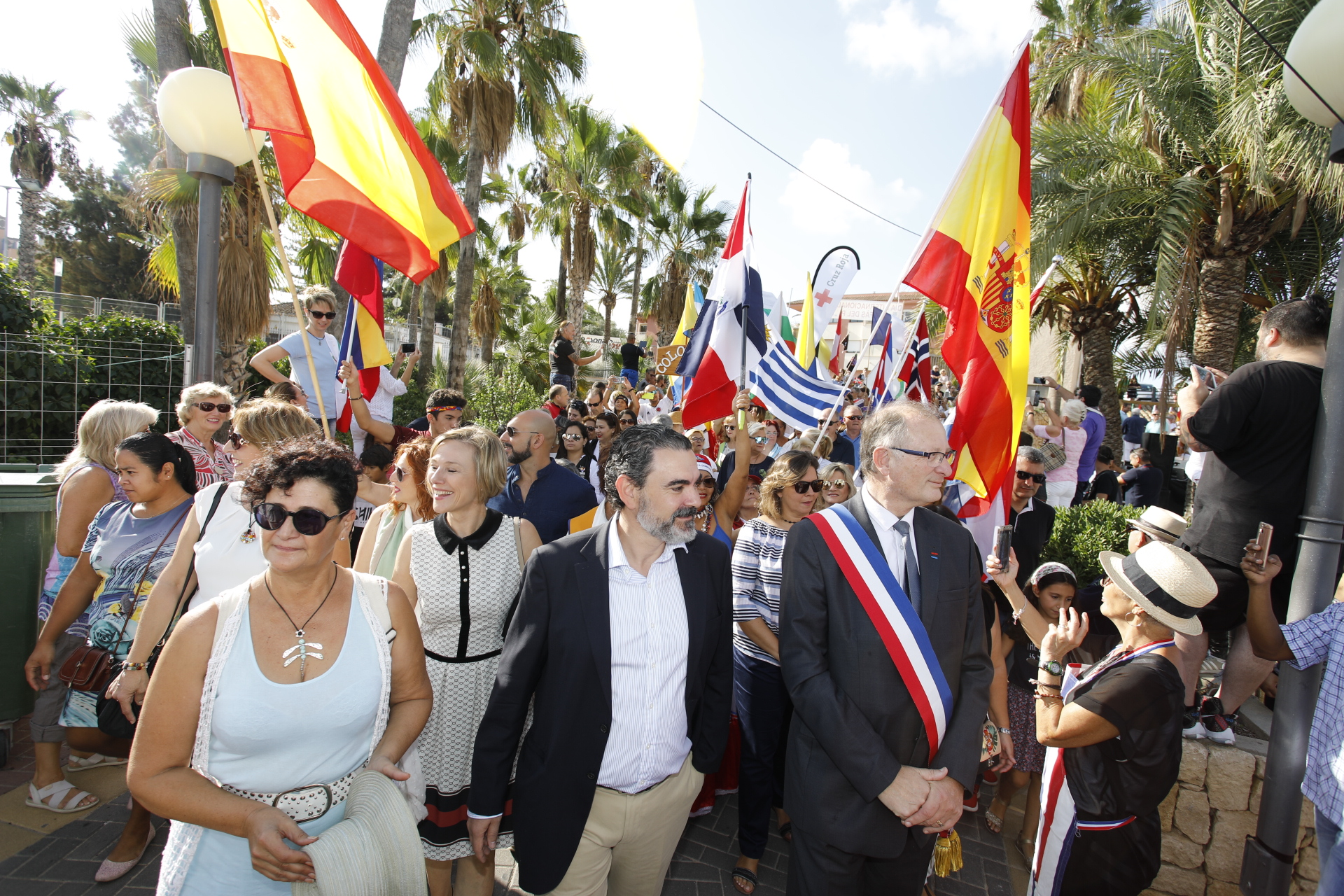 Multitudinaria celebración del Día Internacional de l'Alfàs del Pi