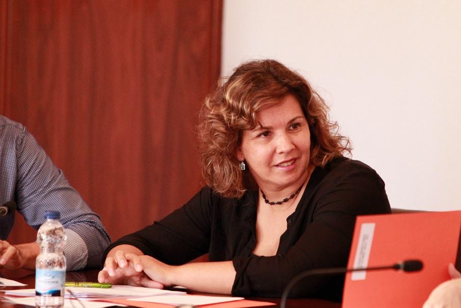 Mayte García concejala de cultura de l'Alfàs presenta a Teodoro San Aguilar