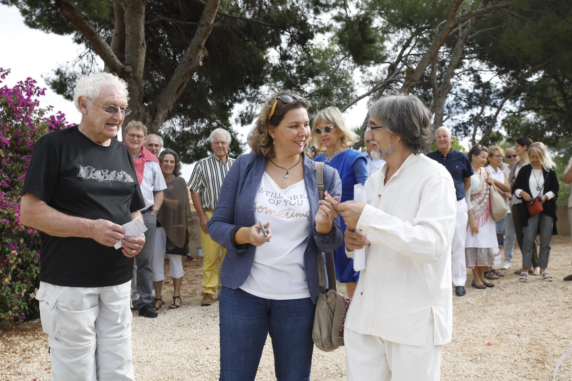 Mayte García inaugura la exposición del escultor Teo San José en l'Alfàs