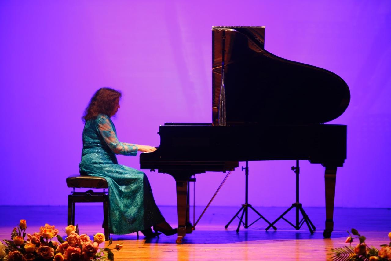 El dúo macedonio Ribarski-Sperovik convenció al público de l'Alfàs