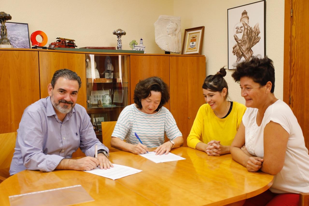 El Ayuntamiento de l'Alfàs del Pi y la Asociación Huellas Borradas de Mujer firman un convenio de colaboración