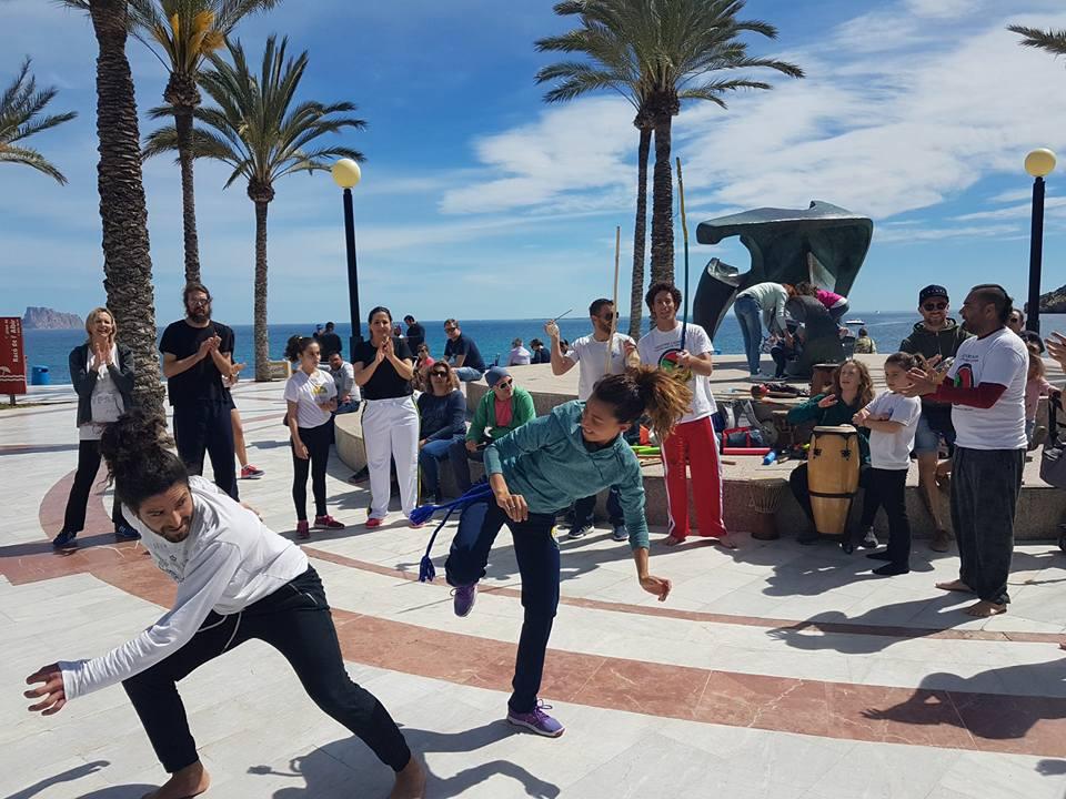 La Asociación Oria Zambi realizó una  exhibición de Capoeira  en el ancla del Albir