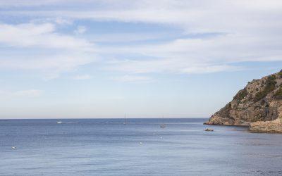 Amarres ecológicos en la playa de l'Albir para cuidar la posidonia oceánica