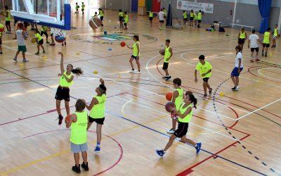 100 niños participan en el  XXV Campus de Basket de L'Alfàs del Pi que comenzó el domingo.