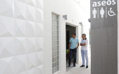 Finalizan las obras de construcción de unos aseos públicos en la plaza de les Escoles Velles de l'Alfàs