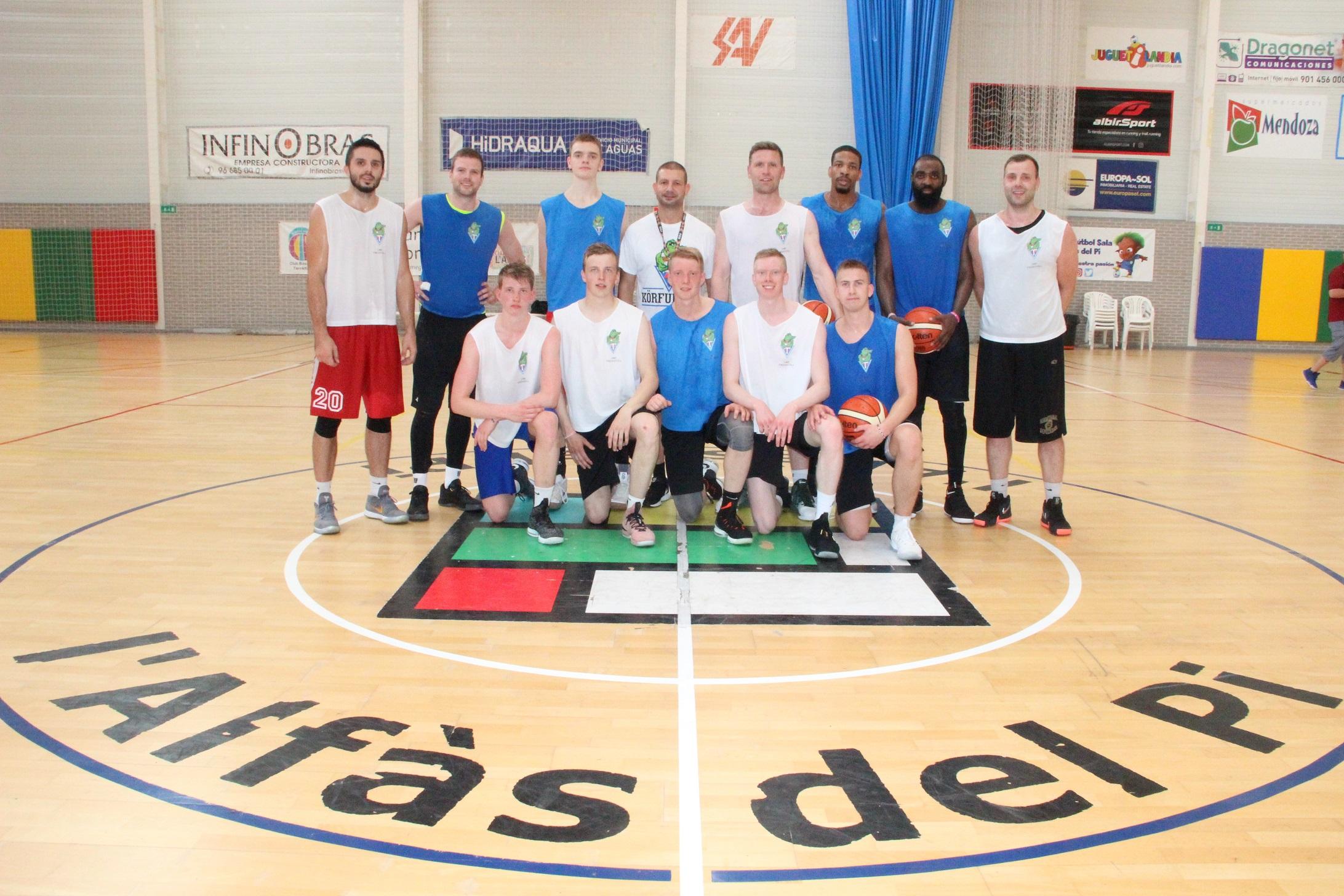 El equipo de Baloncesto UMF Tindastóll abre la temporada de turismo deportivo en l'Alfàs del Pi