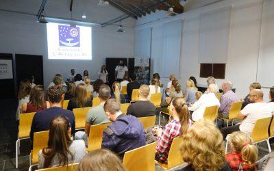 La ONG Aborigen View se presentó en sociedad en el Espai Cultural Escoles Velles