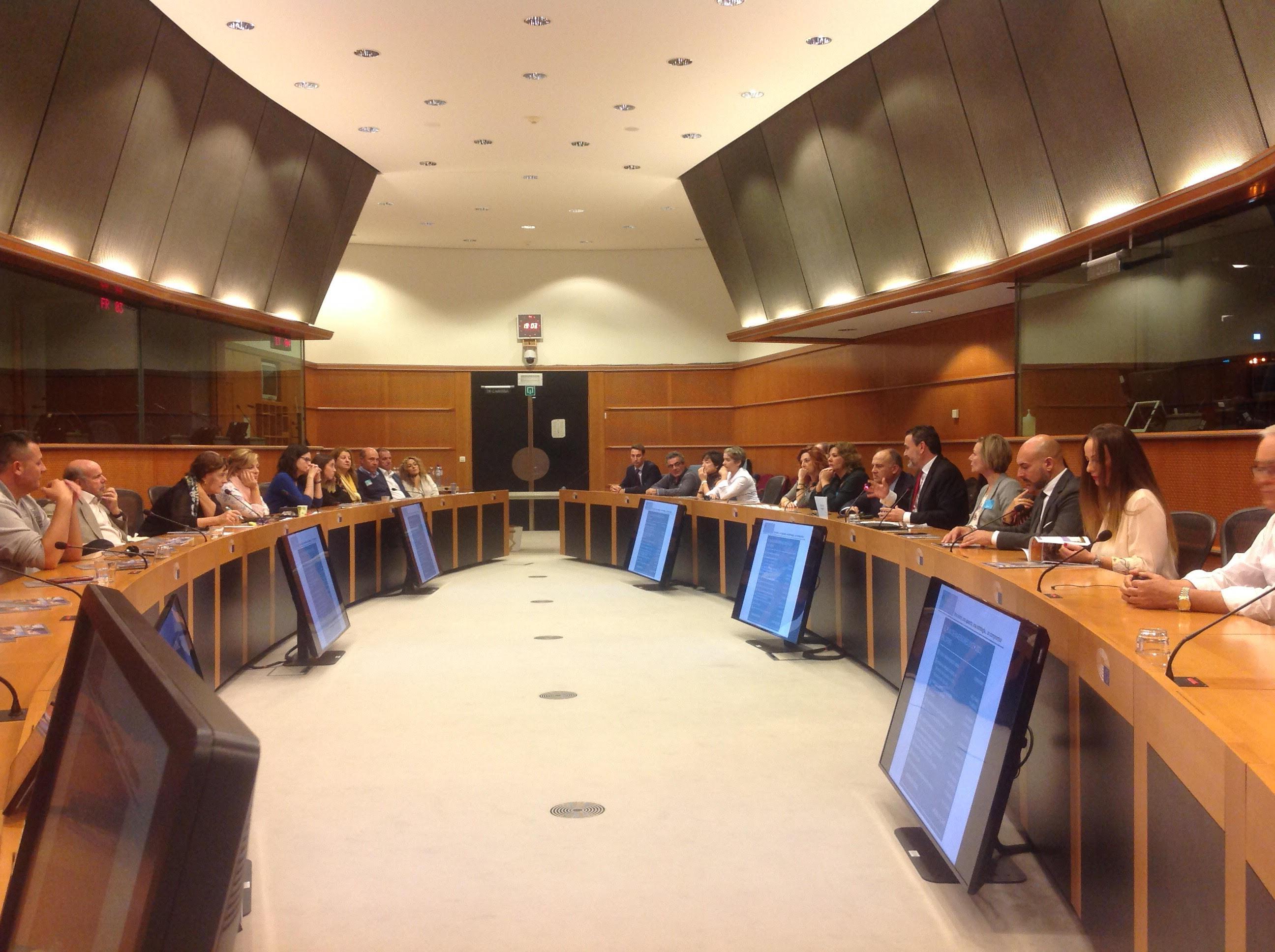 Arques lleva el modelo urbano saludable de l'Alfàs al Parlamento Europeo