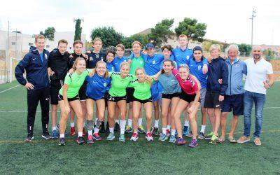 El concejal de deportes Luis Miguel Morant ha visitado a los deportistas de élite noruegos que están entrenando en l'Alfàs del Pi .
