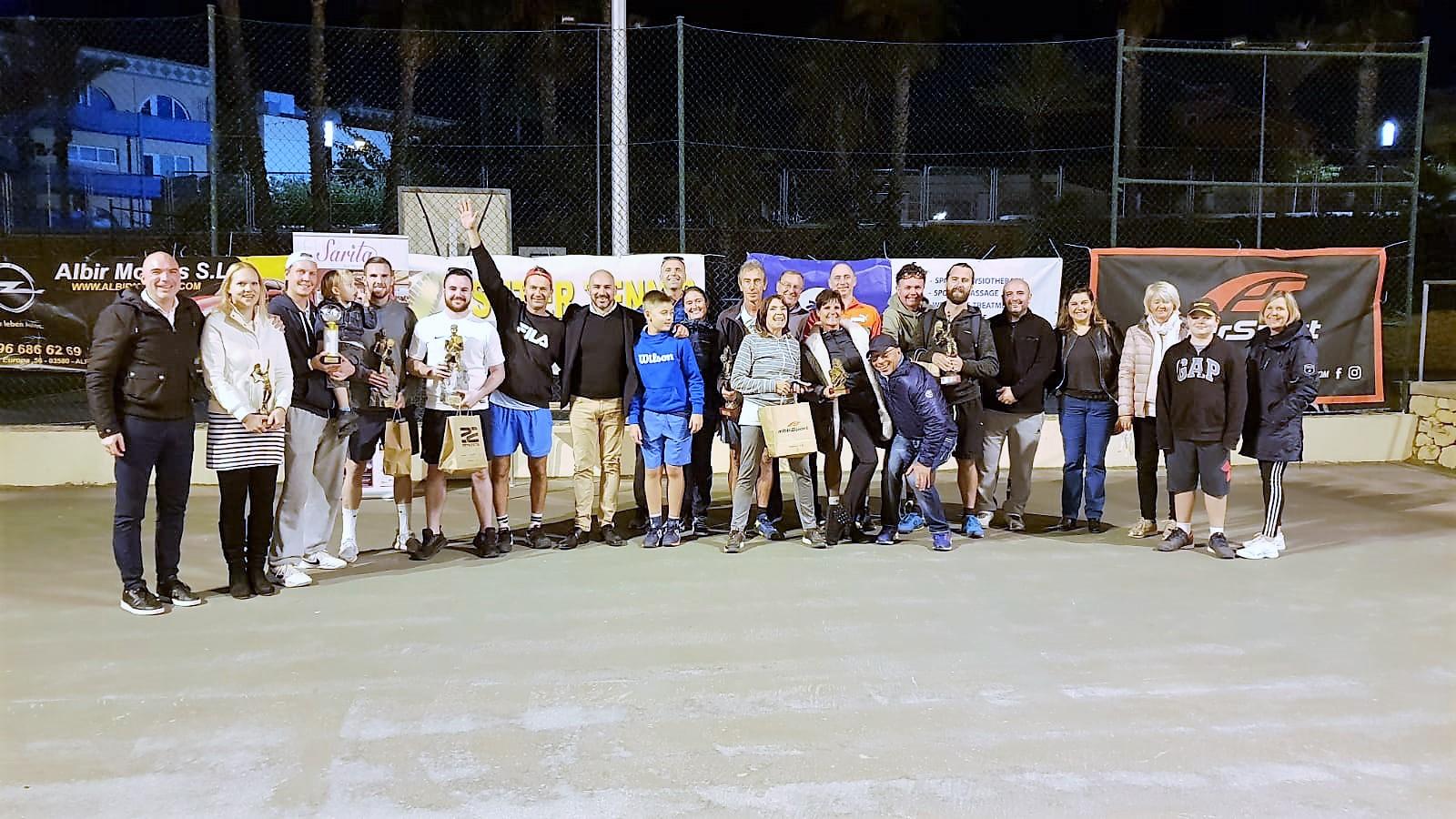 Este fin de semana se jugó el torneo de dobles mixto de tenis se aplazó al 24 y 25 de noviembre por el mal tiempo.