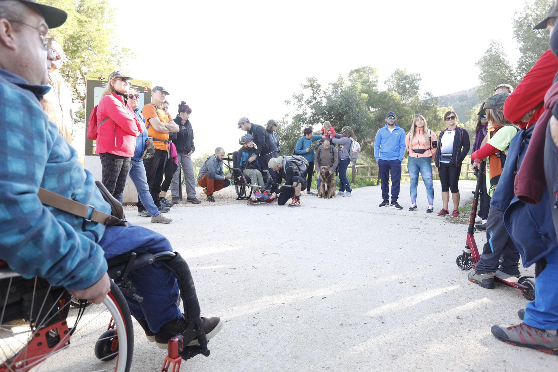 El Paseo del Faro acogió la II Jornada de Senderismo Adaptado de AMFI