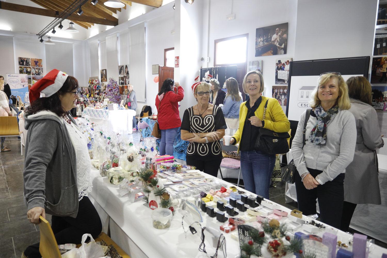 El Espai Cultural Escoles Velles celebró un mercadillo navideño solidario a cargo de PLJ