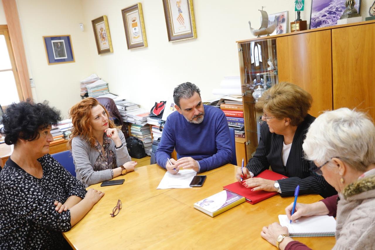 L'Alfàs del Pi y 'Mujeres con voz' estudian nuevas vías de colaboración