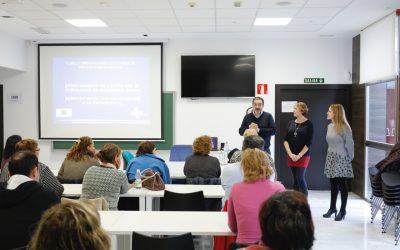 Una treintena de personas asisten en l'Alfàs al curso para cuidadores de dependientes