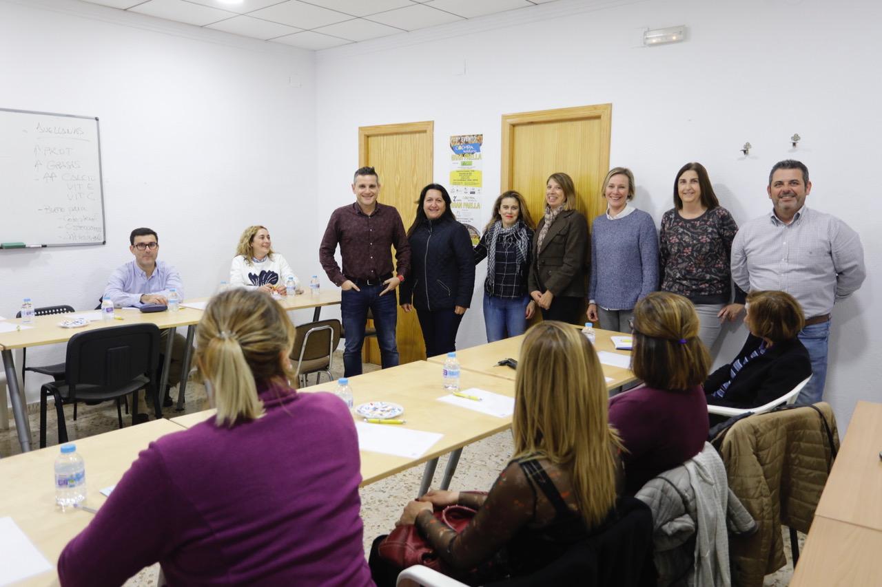 Una veintena de empresarios de l'Alfàs se forman en gestión de redes sociales