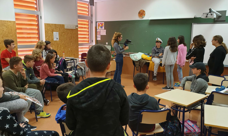 Estudiantes del Veles e Vents aprenden a crear booktrailers gracias a la MICE